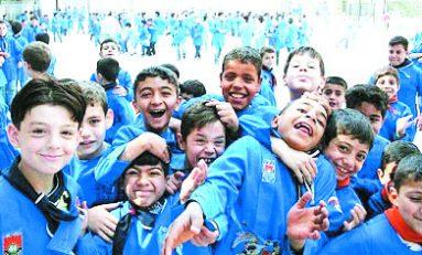 سوريون أولاد المدارس رجعوا إلى مقاعدهم المنتظرة