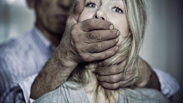 """المرأة في مواجهة """"ذكورية"""" القانون …  ســـــيرة وانفـتـحــت علــى أمــل فلا تغلـقـوهــا علــى عَــجَــل.."""