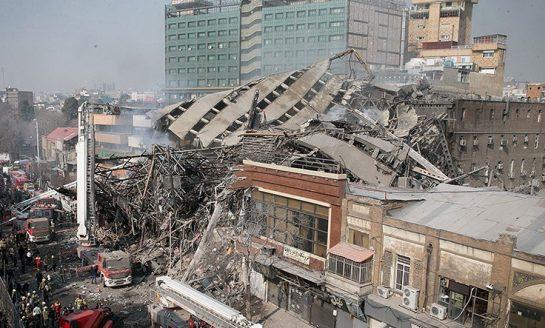 مقتل 20 رجل إطفاء في انهيار برج تجاري وسط طهران