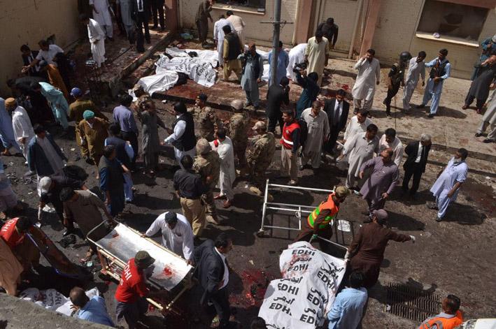 320 قتيلاً وجريحاً في تفجير إرهابي استهدف مسجداً جنوب باكستان