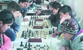 مشاركة نوعية في بطولة مدارس السلمية بالشطرنج  بمشاركة ما يزيد على 25 لاعباً ولاعبة اختتمت بطولة مدارس السلمية وسط حضور شعبي ورسمي لافت.