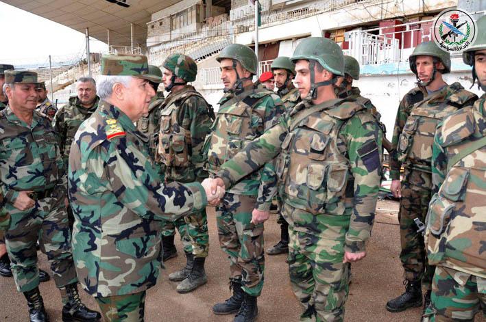 بتوجيه من الرئيس الأسد  العماد أيوب يتفقّد وحداتنا المقاتلة في درعا وريفها
