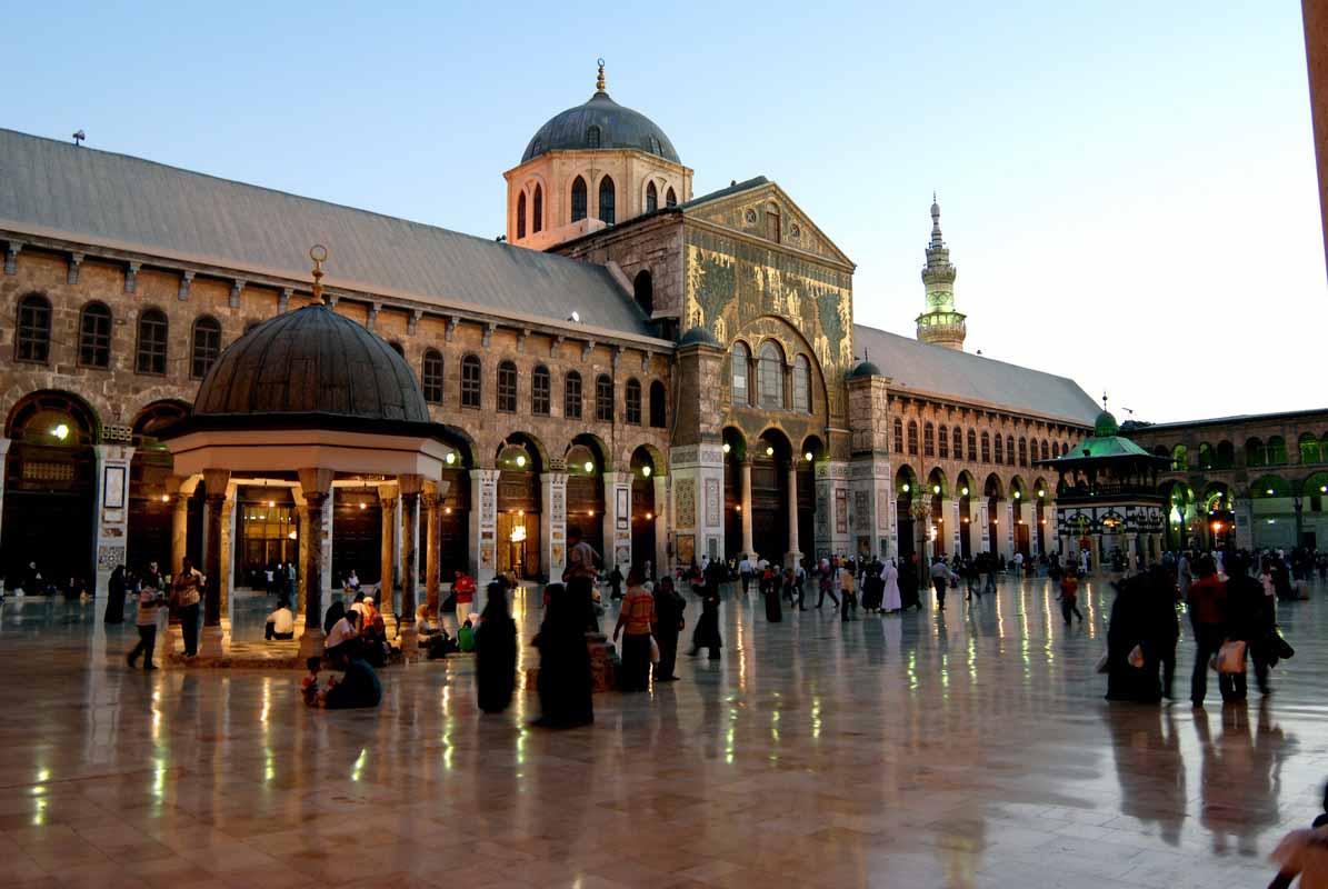 السورية للنقل والسياحة توكل بملف السياحة الدينية  المتوقع مليون زائر ديني بإجمالي إيرادات صافية ما يزيد عن (5.5) ملايين دولار سنوياً