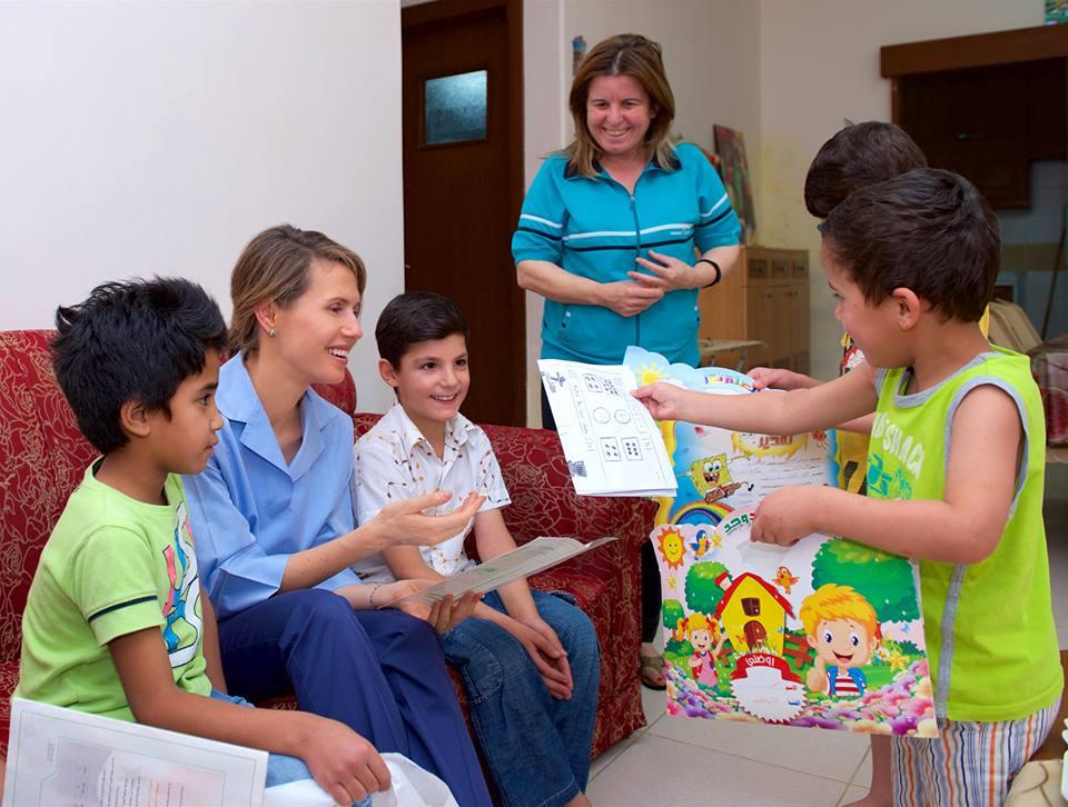 السيدة أسماء الأسد تزور أطفال مجمّع لحن الحياة في ضاحية قدسيا
