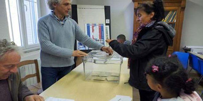 الفرنسيون يصوتون في الدورة الثانية من الانتخابات التشريعية