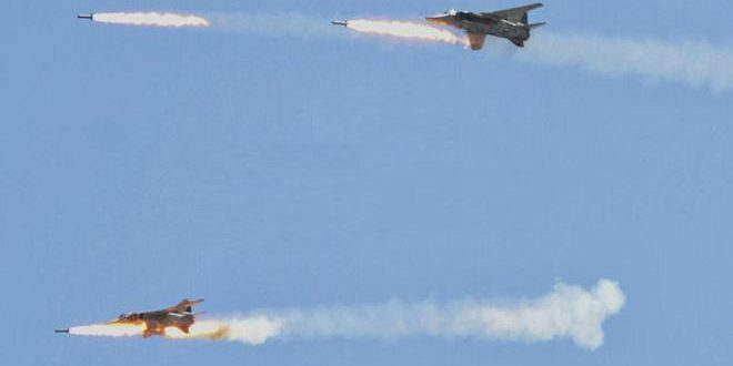 """سلاح الجو يكبد """"داعش"""" خسائر بالأفراد والعتاد في دير الزور وأرياف حماة وحمص والرقة"""
