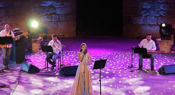 فايا يونان تغني لسورية في مهرجان قرطاج