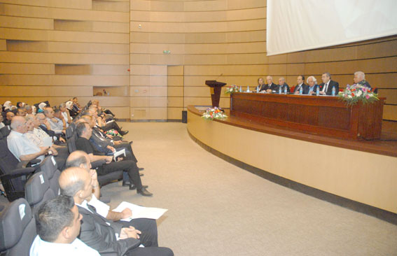 معلمو جامعة دمشق يطالبون بتطوير القوانين والأنظمة الجامعية