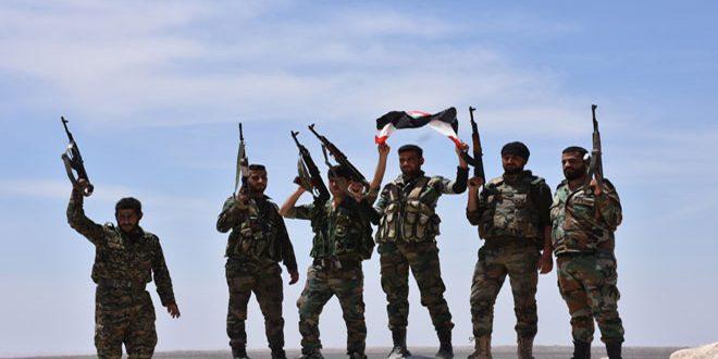 الجيش يستعيد السيطرة على عدد من القرى وحقول النفط والآبار بريفي الرقة الجنوبي ودير الزور الغربي