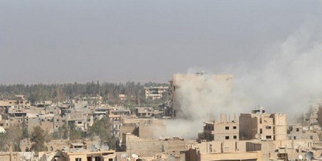 """إرهابيو """"داعش"""" يستهدفون أحياء دير الزور بالقذائف الصاروخية والقنابل"""