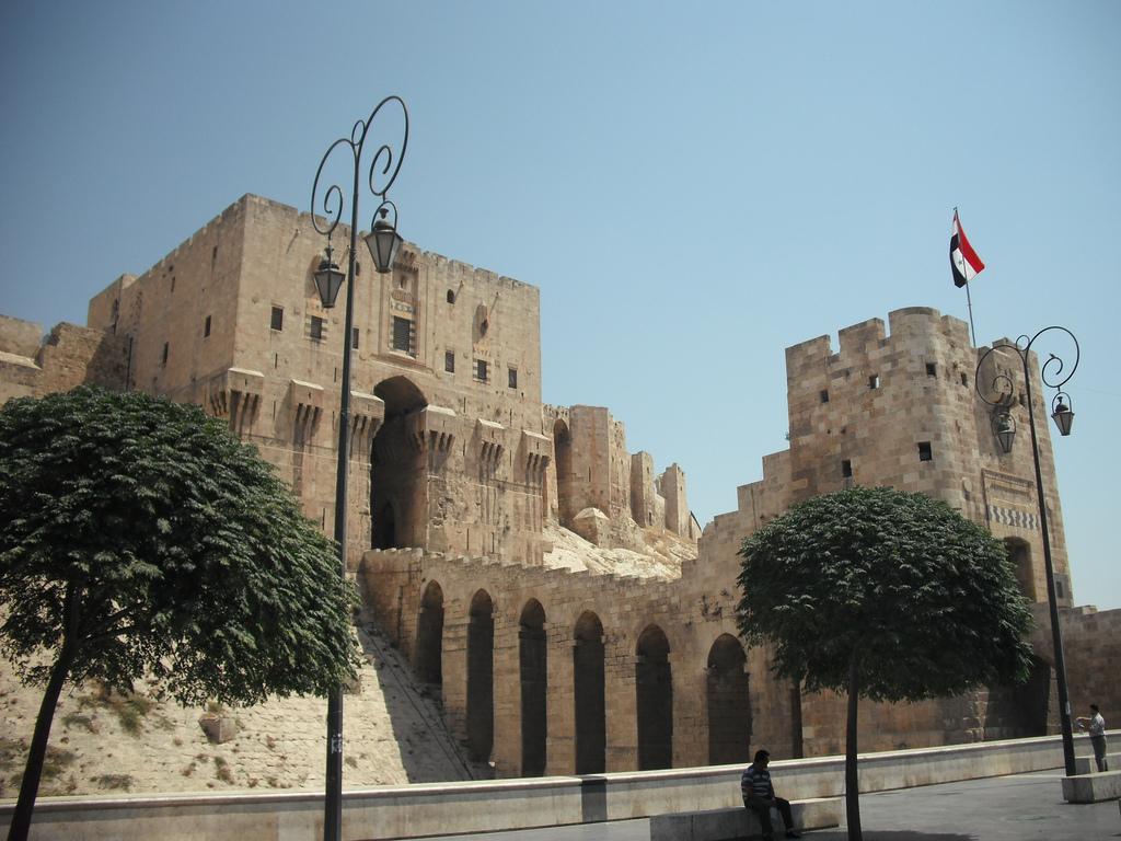 وفد المغتربين السوريين في الكويت وألمانيا يبحث في حلب سبل المشاركة في إعادة الإعمار