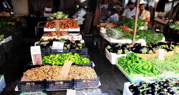 أسواق الهال تغرق  في حسابات الربح المجحف بالمزارع