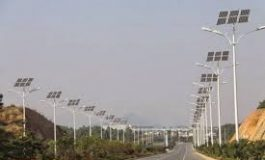 إنارة طريق المطار بالطاقة البديلة