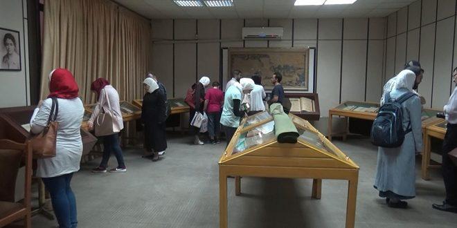 مخطوطات تاريخية ومقتنيات أثرية  في جنـاح مكتبــــة الأســــد بدمشــق