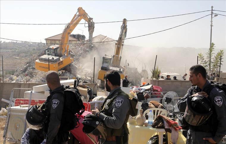 الاحتلال يهدم منازل شهداء القدس.. وجدار عنصري جديد حول غزة