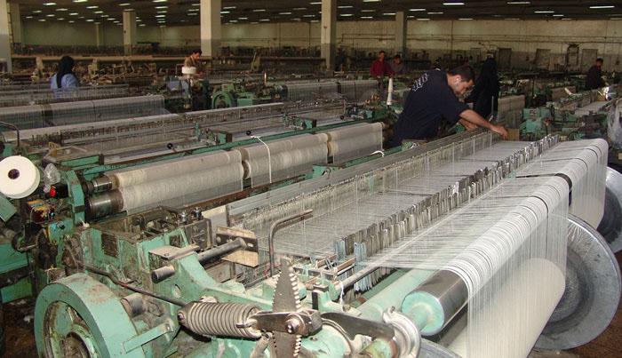الوصفة الضامنة لدوران عجلة الصناعة  تحديد الأولويات.. وحصر الإمكانات المتاحة.. وتقديم التسهيلات خطوات أولى في مشروع إنعاش خطوط الإنتاج