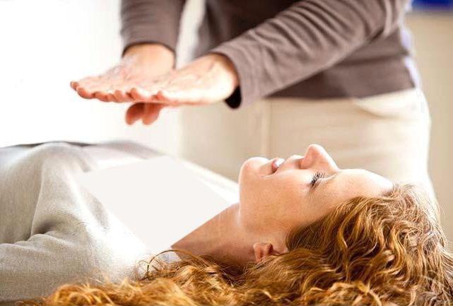 """العلاج بالإيحاء..  الباراسيكولوجي.. اعتماد على القدرات فوق الحسية """"الخارقة"""".. واستشفاء باستعادة الثقة"""