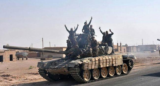 """لافروف يشكّك بنوايا """"التحالف"""": مناطق القوات الأمريكية تتحول إلى نقطة انطلاق لـ """"داعش""""..  الجيش يتقدّم في محيط الميادين.. ويؤمّن خروج عائلات إلى دير الزور"""