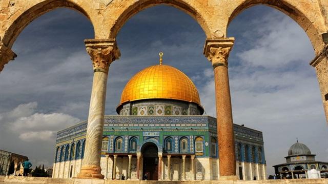 الشارع العربي ينتفض: القدس عاصمة فلسطين الأبديّة  العالم لترامب: تغيير وضع القدس انتهاك فاضح للقانون الدولي