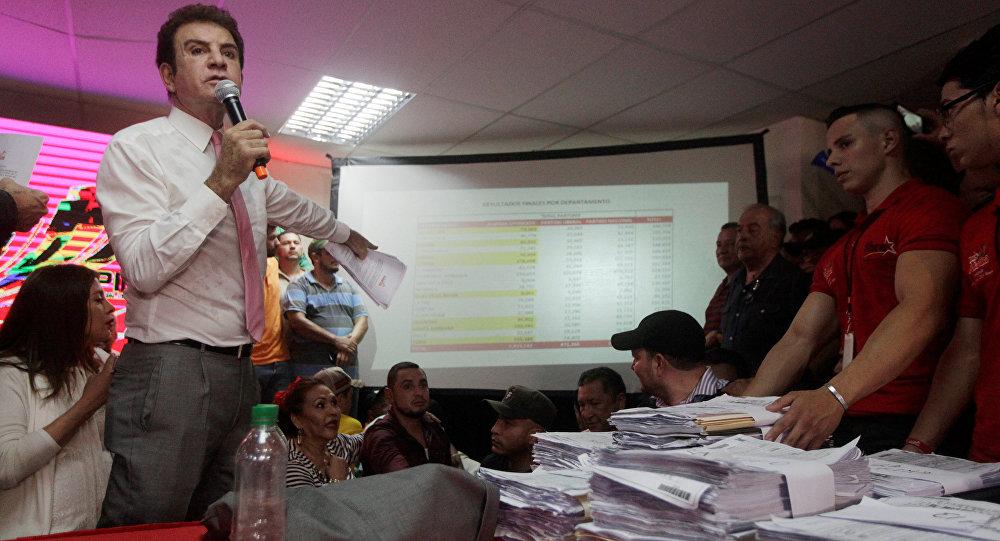 مرشح المعارضة للانتخابات الرئاسية في هندوراس يطالب بإعادة فرز الأصوات