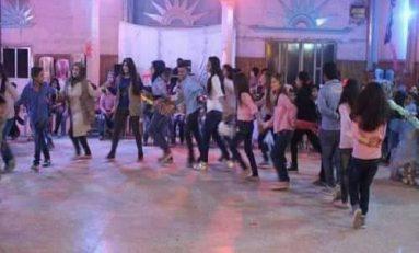"""رقصة """"الآشوريّة"""".. اختصاص الشباب"""