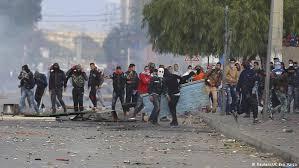 اعتقال 41 شخصاً مع تجدّد الاحتجاجات في تونس